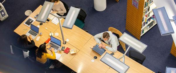 Desks CRL